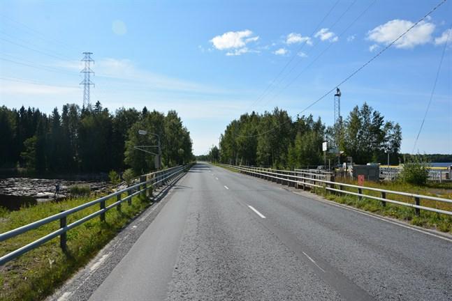 Nu har statliga NTM-centralen fått lov för att bygga en ny bro vid Hundholmen, med tanke på den tunga trafiken på stamväg 67. Möjligen inleds arbetena redan i vår.