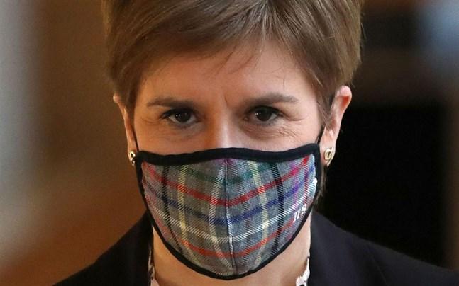 Den regionala regeringschefen i Skottland, Nicola Sturgeon, ger ett beskt besked.