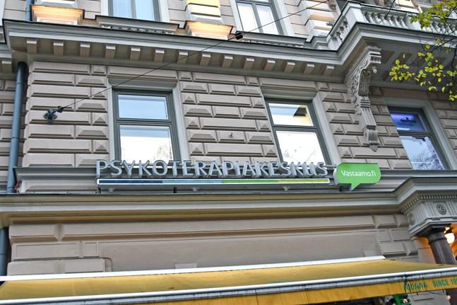 Helsingin Sanomat har fått uppgifter om att Vastaamos nuvarande ägare har begärt Centralkriminalpolisen utreda försäljningen av bolaget.