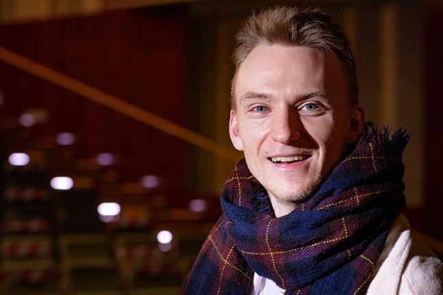 """Det var genom sin medverkan i """"Natten är ännu ung"""" som Filip Vikström upptäckte hur roligt det är att göra musikal. Nu tänker han göra det till sitt yrke."""
