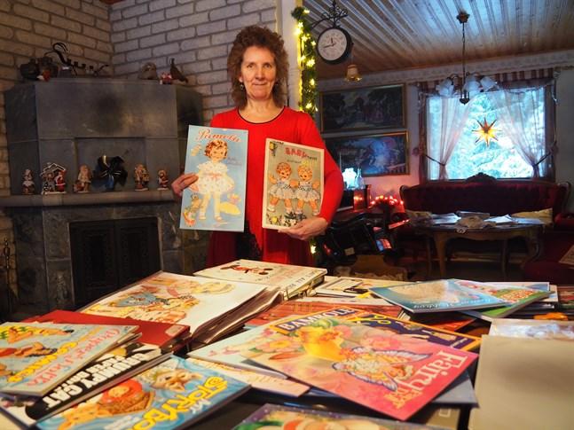 Vivan Björkskog har samlat pappersdockor i 30 års tid. Det har blivit en del på vägen. Att hitta en orörd klippbok är en riktig skatt, berättar Vivian.