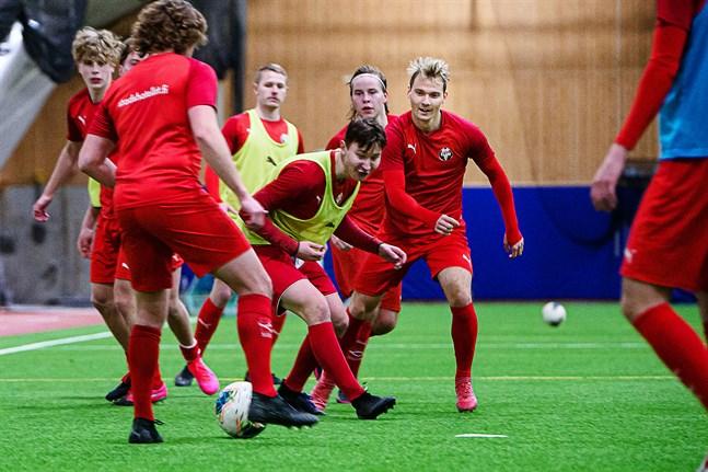 Samuel Haglund (till höger) är klar för spel i Jaro säsongen 2021.