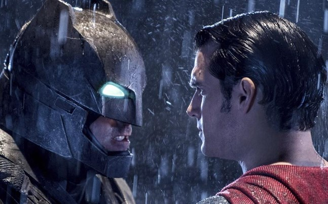 """Ben Affleck, left och Henry Cavill i """"Batman v Superman: Dawn of justice""""."""