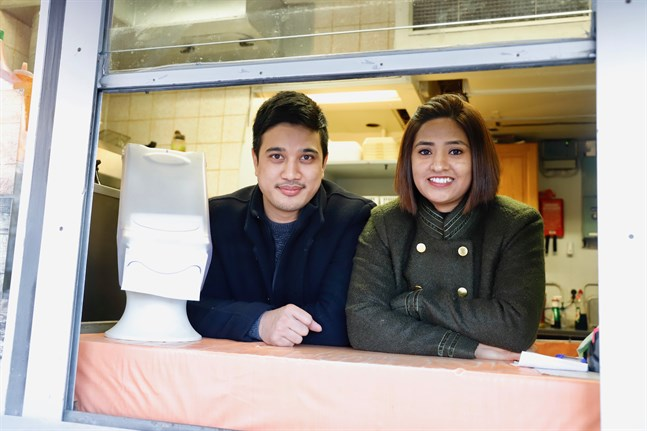 Kiran och Arpana Maharjan kommer från Katmandudalen i Nepal. Nu bor de i Vasa, där de driver grillen Hot Wings.