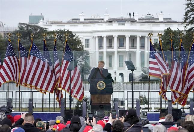 Donald Trump talade inför tiotusentals demonstranter under onsdagen, och fortsatte hävda att han vunnit valet.