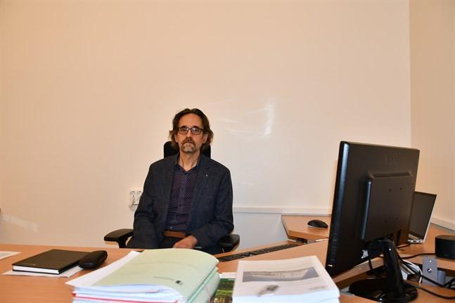 Tekniska direktören Markku Niskala fick nu i uppdrag att göra ytterligare utredningar om den planerade havsvindsparken.