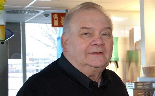 Efter en paus i politiken ställer Tapani Rentola igen upp i kommunalvalet i Kristinestad.