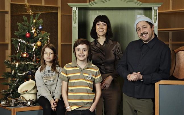 Familjen Knyckertz spelas av David Sundin (pappa Bove), Gizem Erdogan (mamma Fia) och barnen Ture och Kriminellen spelas av Axel Adelöw och Paloma Grandin.