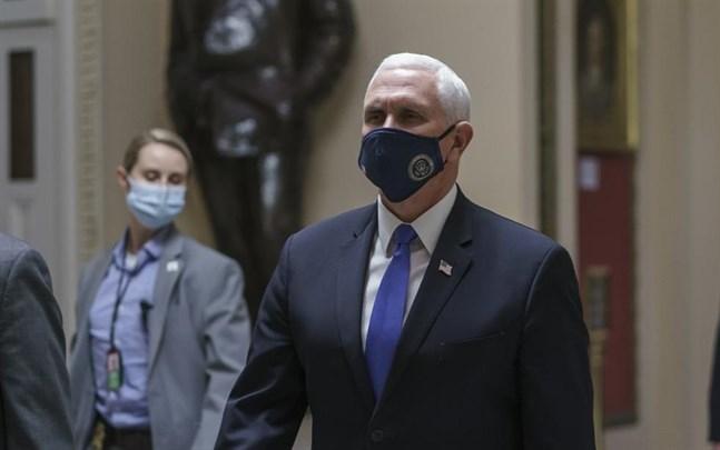 Näringslivstoppar i USA vill att vicepresident Mike Pence vidtar åtgärder för att avsätta president Donald Trump i förtid.