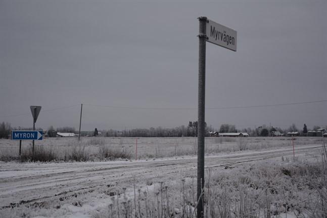 Myrvägen, som går mellan Västra byn och Myron i Övermark, hör till de vägar som staten vill privatisera.
