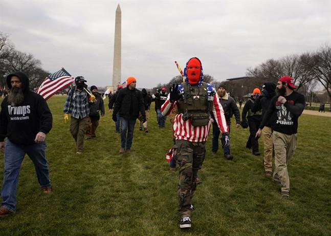 Maskerade deltagare i onsdagens våldsamma protester i Washinton DC.