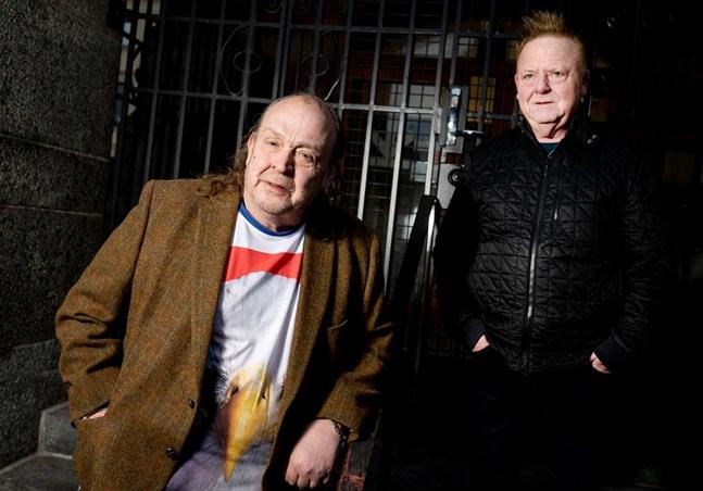 Sångaren Olle Jönsson och orkesterledaren Christer Ericsson från Lasse Stefanz är oroliga för framtiden. Dansbandet har fått säga upp all personal.