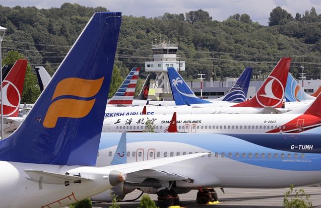 Ett antal 737 Max-flygplan med flygförbud från olika flygbolag parkerade nära Boeing-anläggningen i Seattle i USA i juni 2019.