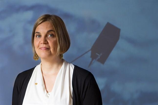 Professor Heini Kuusniemi leder projektet Incubus som fått nästan en miljon euro för att forska i hur små satelliter kan ge bättre navigering inomhus.