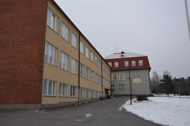 Tjänsten som rektor för finska gymnasiet och högstadiet i Kristinestad lockade en sökande.