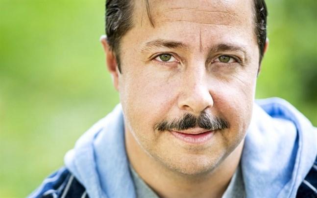 """""""Boken som inte ville bli läst"""" av komikern och tv-profilen David Sundin sålde bäst i Adlibris sortiment."""