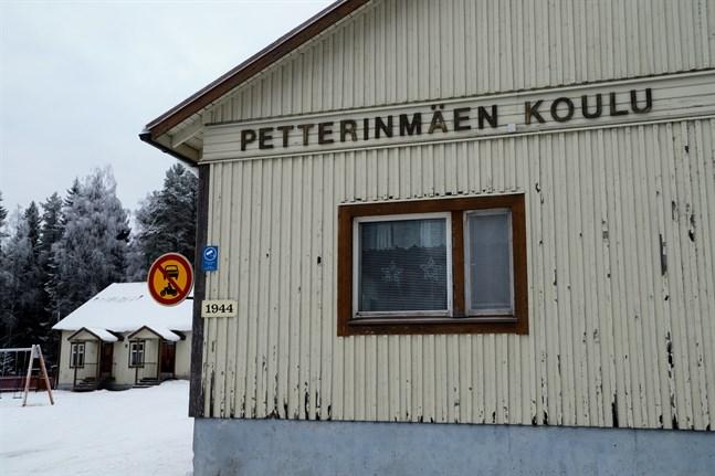 Pettersbacka skola har länge legat i vågskålen. Nu är dess öde avgjort; skolan stänger efter vårterminen 2021.