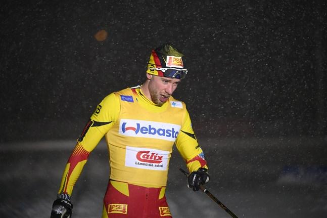 Joni Mäki hade inte sekunderna på sin sida i duellen mot Ristomatti Hakola. Differensen blev slutligen 2,7 sekunder.
