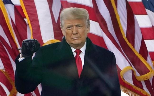 Flera stora internationella företag har avslutat sina samarbeten med Donald Trump efter stormningen av Kapitoleum.