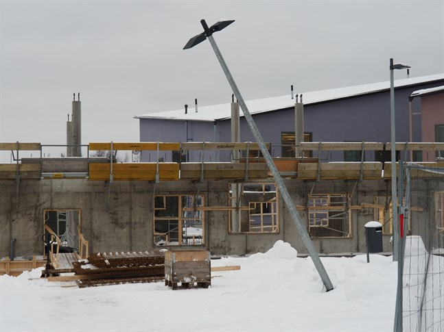 Stopp i bygget av allaktivitetshuset bredvid Storby skola.