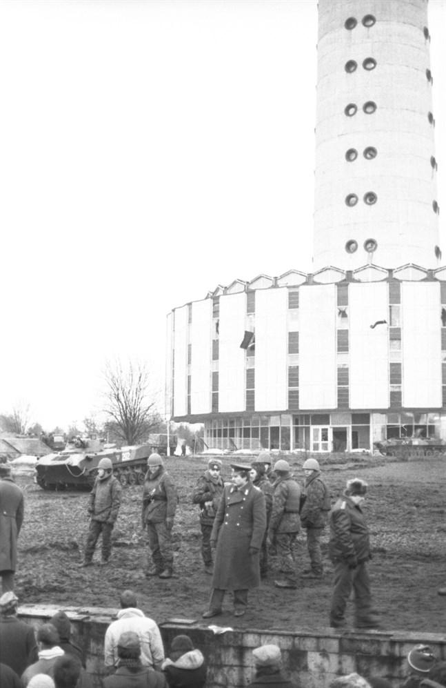 Sovjetiska soldater intog tv-tornet i Vilnius med våld den 13 januari 1991. Dagen därpå fanns litauiska självständighetsaktivister kvar trots att flera dödats och många fler skadats.
