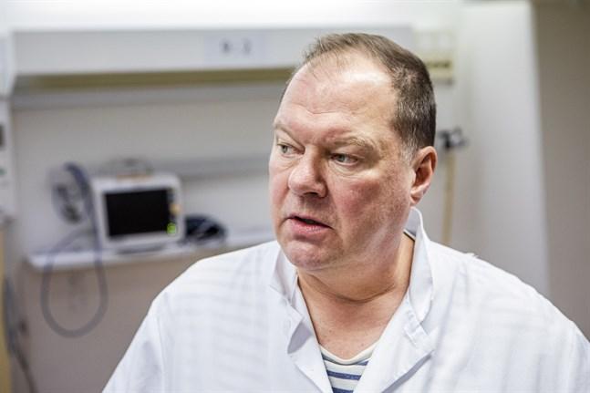 Överläkare Markku Broas vid Lapplands sjukvårdsdistrikt hoppas folk undviker fritidsresor över landets gränser.