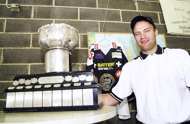 Förre stormålvakten Fredrik Norrena har inte bara spelat i NHL utan är också finländsk, svensk och rysk mästare i ishockey.
