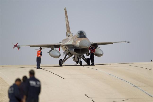 Israel har anfallit mål i östra Syrien. På bilden ett israeliskt F-16-flygplan.
