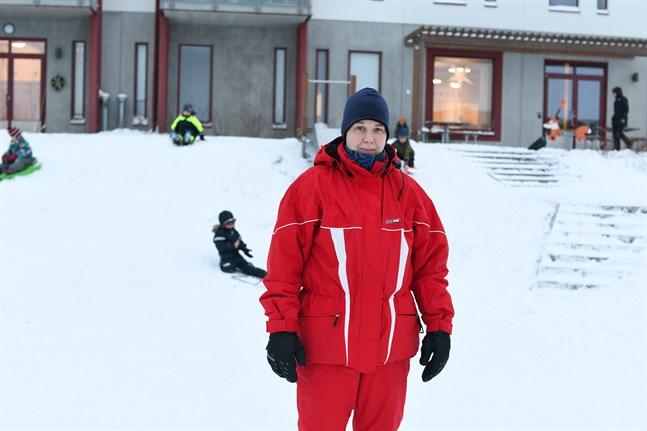 Det är fullt nu på språkbadsdagiset Päivis i Närpes, säger enhetschefen Pia Knös.