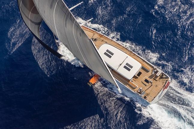 Enligt Anders Kurtén, vd för Baltic Yachts, handlar båtköp om drömmar oavsett om båten är stor eller liten. – Människors behov av att nära sina drömmar verkar öka i kristid. Ett tecken på det var att försäljningen av båtar under 10 meter ökade med över 20 procent i fjol.