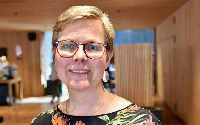 """""""Att satsa på cirkulär ekonomi är inget alternativ. Det är ett livsvillkor om vi vill bromsa överkonsumtionen och stävja klimatförändringen"""", säger miljö- och klimatminister Krista Mikkonen (Gröna)."""