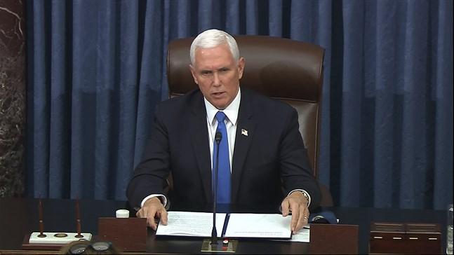 Vicepresident Mike Pence avvisar för första gången officiellt Demokraternas krav att han ska avsätta president Donald Trump.