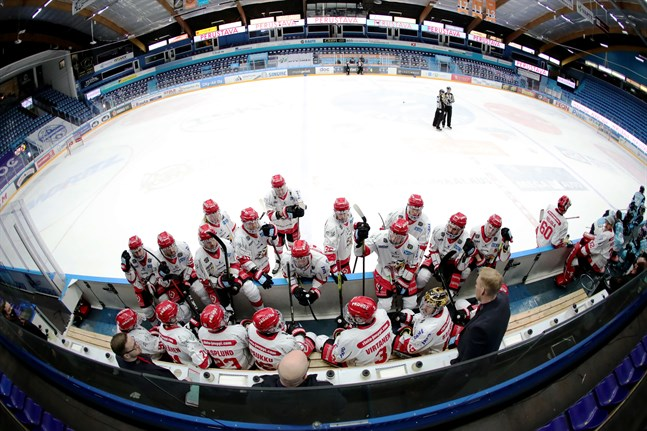 Ishockeysäsongen har prövat ligalagen hårt. Nu är Sport i karantän i två veckor på grund av smitta i laget.