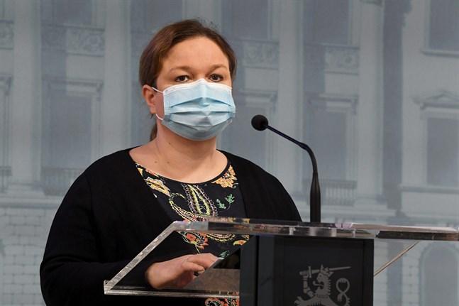 Familje- och omsorgsminister Krista Kiuru (SDP) vid torsdagens presskonferens.