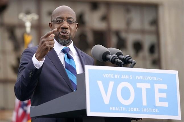 Baptistpastorn Raphael Warnock är den förste svarte demokraten från den amerikanska södern som väljs in senaten.