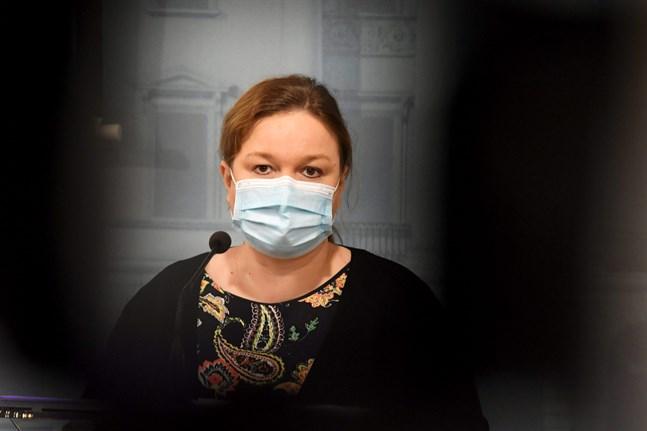 Det är mycket vi ännu inte vet om virusvarianterna, säger familje- och omsorgsminister Krista Kiuru (SDP) som redogjorde för regeringens möte på onsdagen.