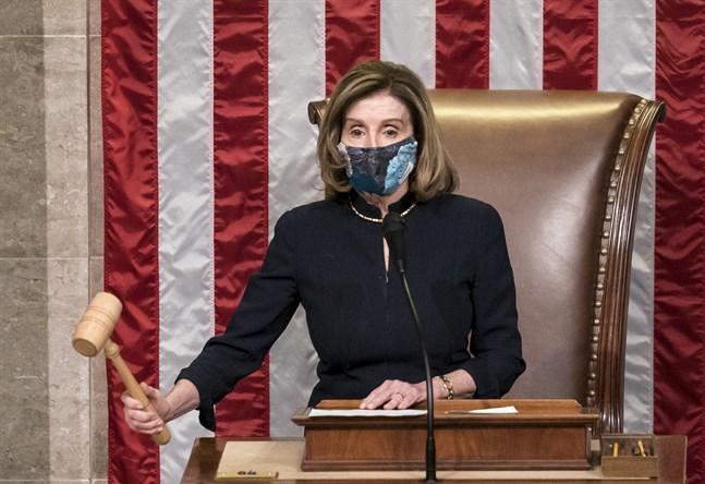 Representanthusets talman Nancy Pelosi klubbar beslutet att ställa USA:s president Donald Trump inför riksrätt.