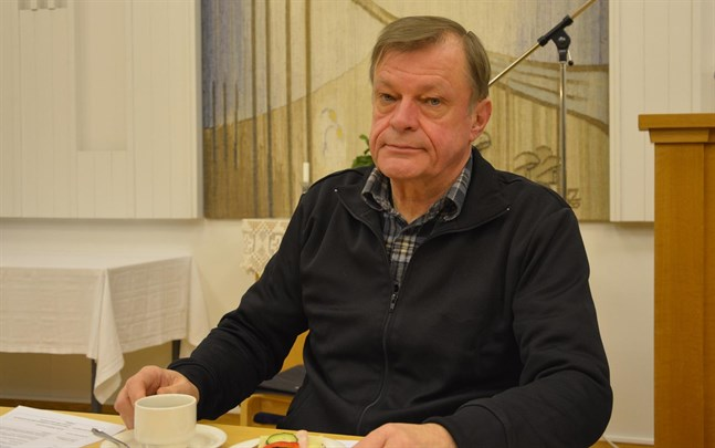 Anders Österback fortsätter som ordförande för kyrkofullmäktige i Kristinestad.