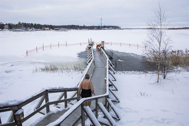 Att vinterbada är en populär sysselsättning i Finland. Enligt friluftsorganisationen Suomen Latu vinterbadar åtminstone 100 000 finländare regelbundet.