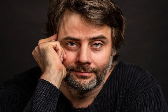 Martin Högstrand är matematiker, musiker och litteraturvetare.
