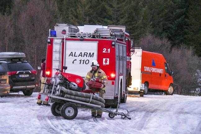 Fem personer tros ha omkommit i en stugbrand på lördagen.