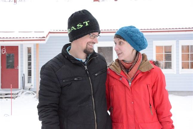 Daniel och Erica Norrback flyttar till nya huset i Skrattnäs i slutet av februari.
