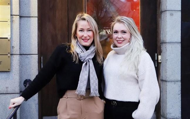 Regionchef Sari Somppi och handledare Nathalie Wingren vid Brottsofferjourens serviceställe i Vasa.