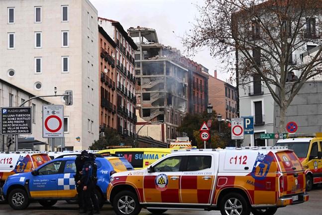 Räddningsfordon vid explosionsområdet.