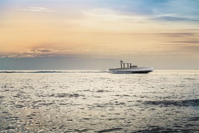 Segelbåtstillverkaren Nautor lanserar sin första motorbåt Swan Shadow.