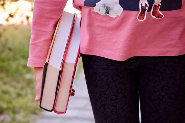 Under vårens gång kommer läsambassadörer att göra digitala besök i skolklasser runtom i Svenskfinland för att ytterligare inspirera till läsning.