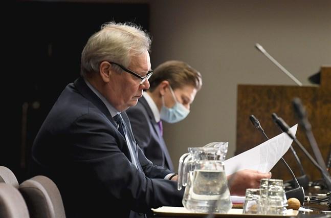 Grundlagsutskottetes ordförande Antti Rinne (SDP) och vice ordförande Antti Häkkänen (Saml).