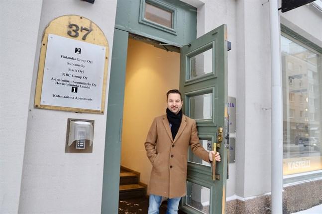 Dan-Ove Stenfors börjar jobba på Norra Finans i Vasa. Han har sitt kontor på Storalånggatan, men kommer att röra sig mycket ute bland företagen.