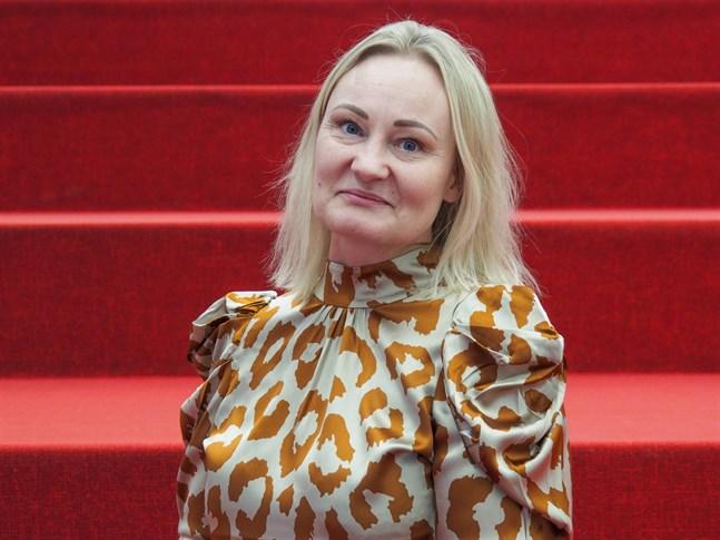 Mia Holmbäck är ödmjukt glad över att ha blivit vald till ordförande för stiftelsen Brita Maria Renlunds minne. Hon är den första Karlebybon någonsin på posten.