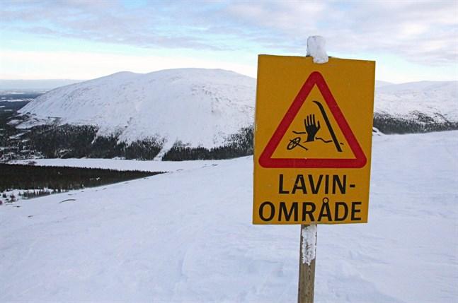 Mycket farliga lavinförhållanden på grund av hårt väder råder i stora delar av fjällen. Arkivbild.